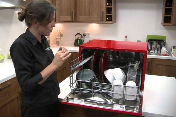 máy rửa chén tiết kiệm nước và tiết kiệm điện hơn