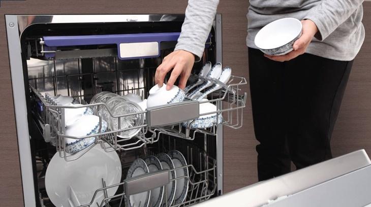Có nên mua máy rửa chén? Máy rửa có sạch không?